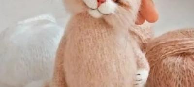 Как связать на спицах игрушечного котика